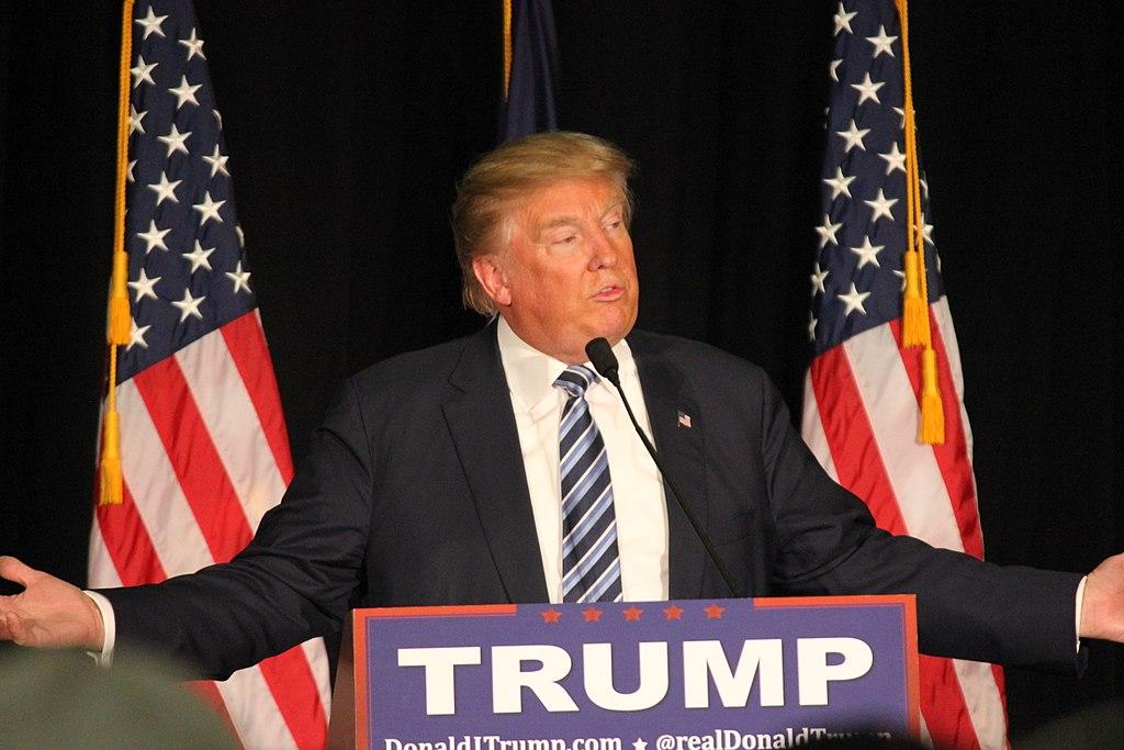 Trump recomienda el uso de mascarillas pero declara que el no las usara