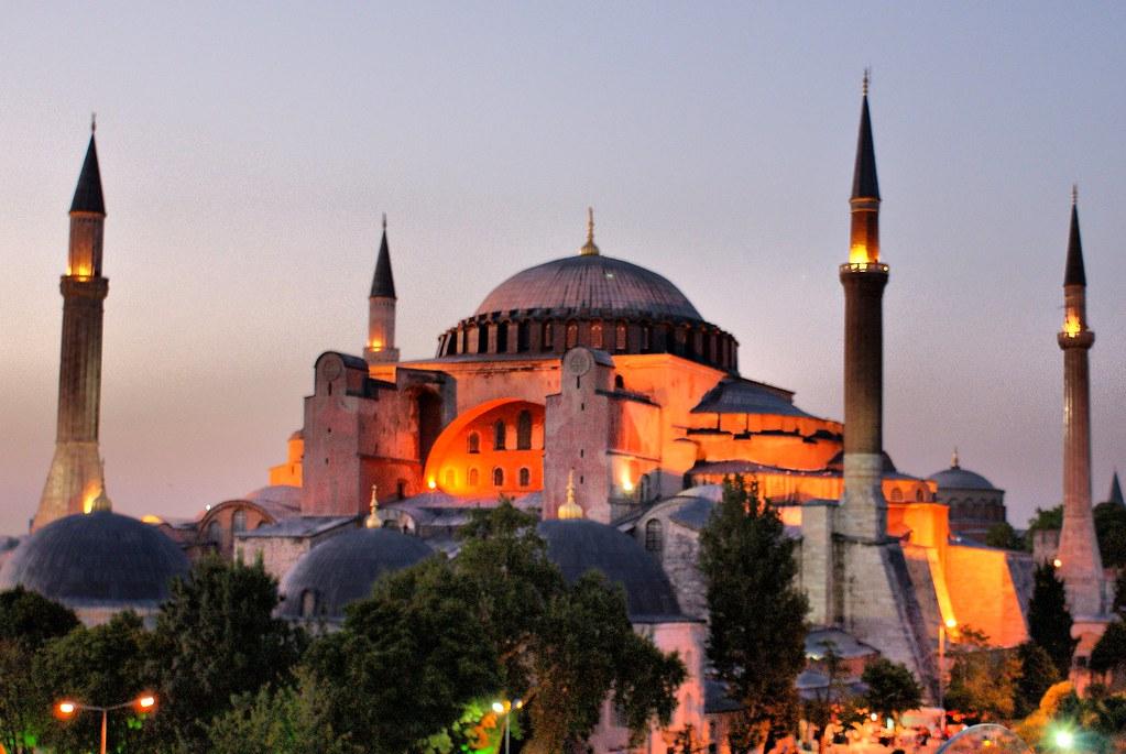 Hagia Sofia la mayor iglesia de Constantinopla y hoy la gran mezquita de Estambul