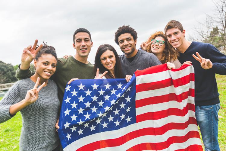 Trump desiste de retirar las visas a estudiantes extranjeros sin clases presenciales