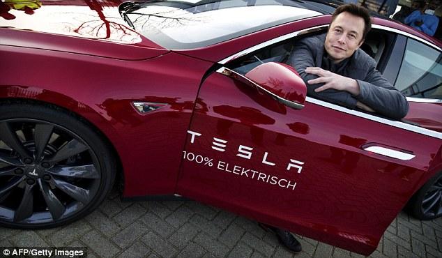 Elon Musk dice que el talento importa más que los títulos universitarios